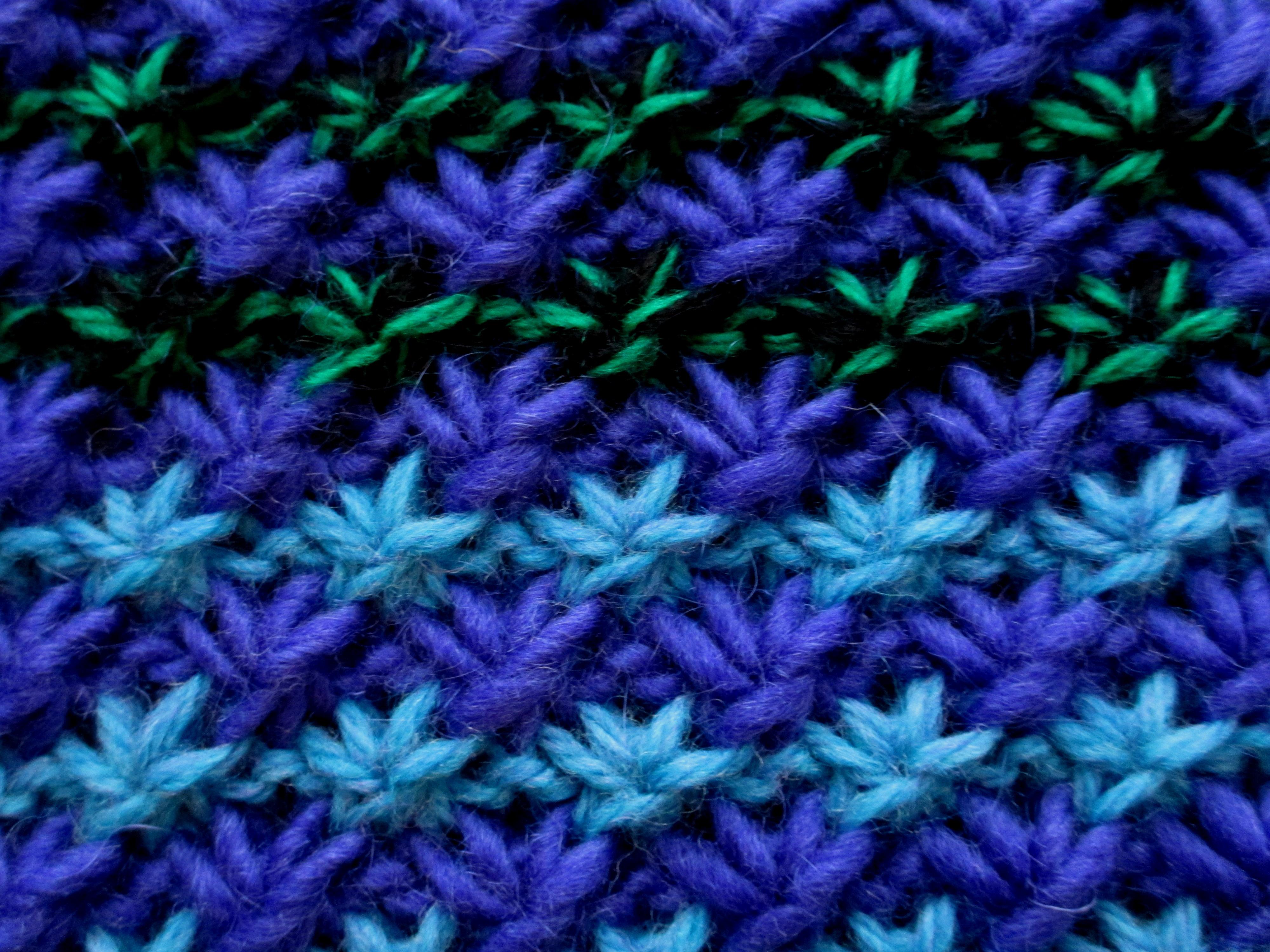 Knit Daisy Stitch Round : Stitches Discovered sticks-a-gogo